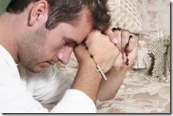 man.rosary.pray_.praying